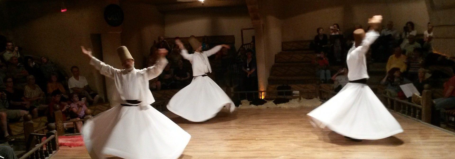 Recensie 'Derwisj ben ik, dansende derwisj'