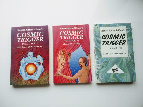 Robert Anton Wilson-pakket: Cosmic Trigger I, II en III 1